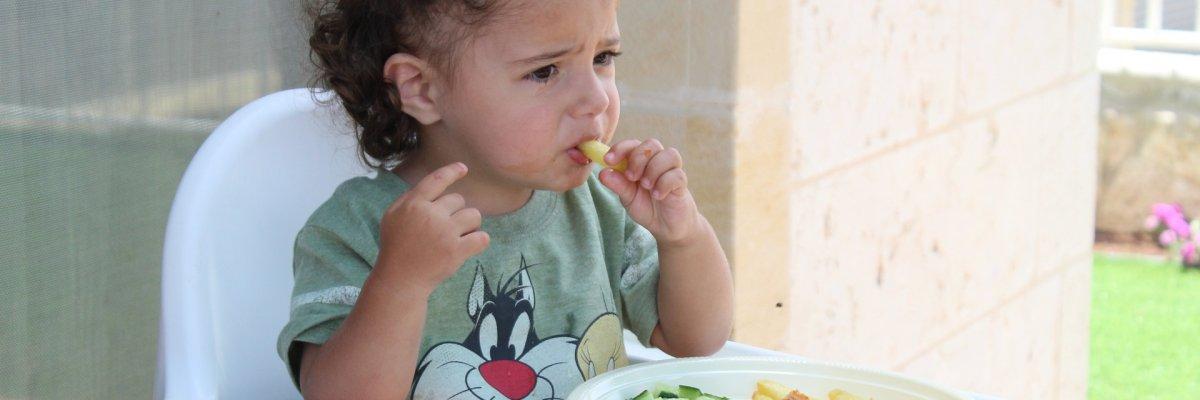 Milyen tünetek jelzik a diétahibát ételallergiás gyerekeknél?