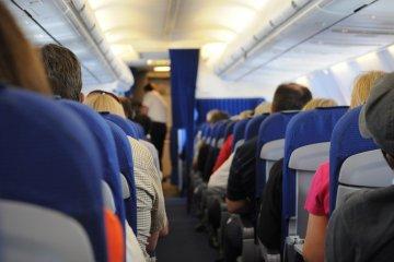 Nyaralás ételallergiás gyerekekkel – mire figyeljünk, ha repülővel utazunk?
