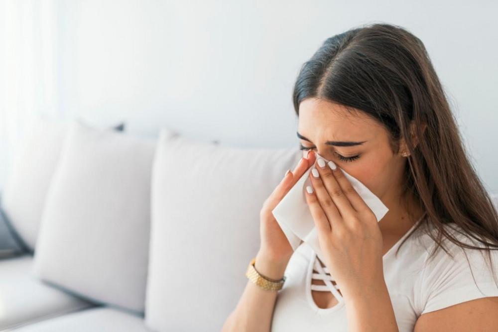 A lakásban jelentkező tüsszögés, orrdugulást poratka allergia is okozhatja