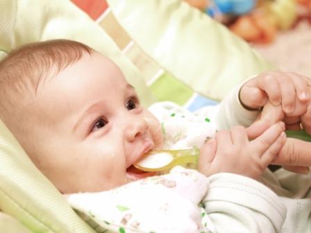 csecsemő szorulás kezelése)
